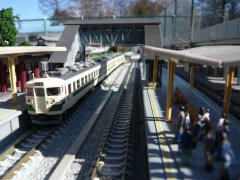 高架脇の羽度大木駅と455系その5