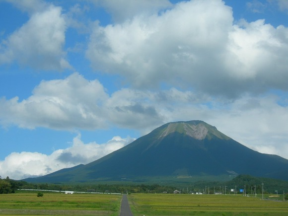 Full view of Mount Daisen from west.