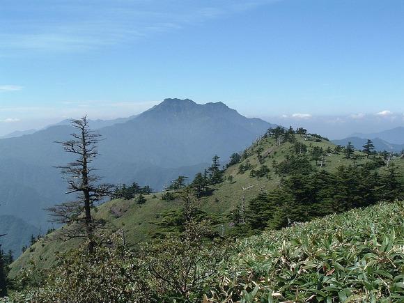 瓶ヶ森登山道から望む石鎚山