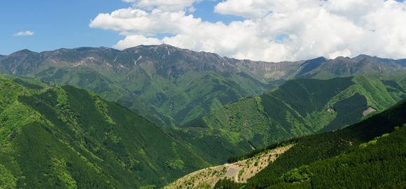 頂仙岳から弥山・八経ヶ岳をへて仏性ヶ岳までを望む