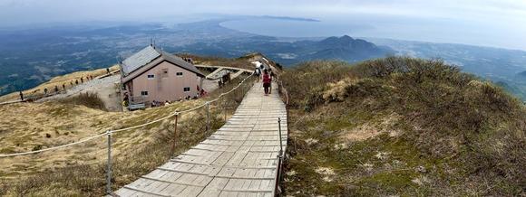 夏山登山道の最高峰、弥山にある大山頂上避難小屋