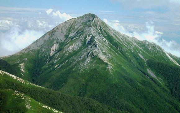 Mount_Jonen_from_Mount_Akaiwa_2003-9-14