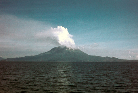 桜島の噴煙(1974年) (1)
