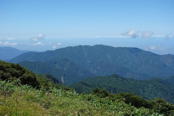 飯豊連峰(門内岳)から見た二王子岳