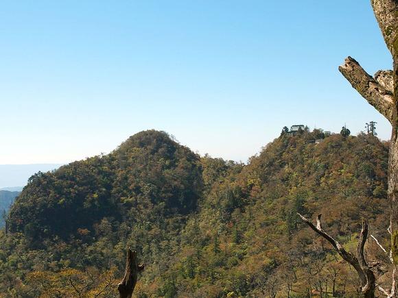 北岳から望む中岳 (1)