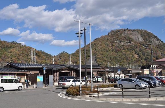 大月駅から見た岩殿山