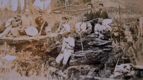 台湾の山岳地帯を縦走中の土倉龍次郎
