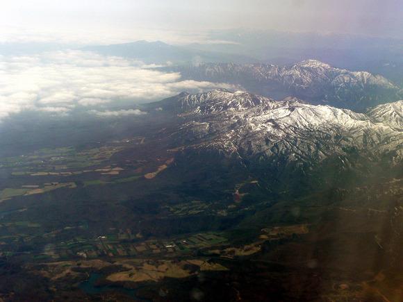手前から阿武隈川水系西郷貯水池、那須岳、大佐飛山地、高原山