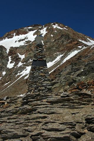 アイスマン発見地の記念碑