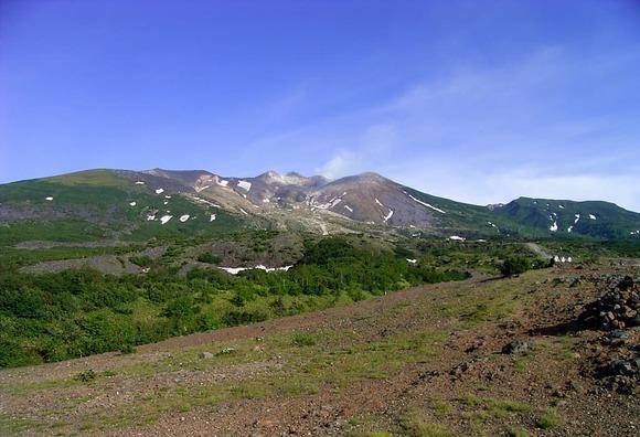 望岳台登山口から望む十勝岳