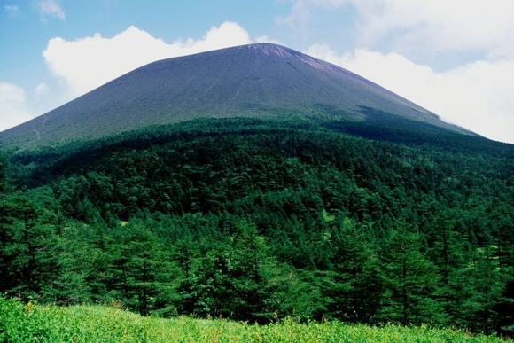 外輪山の黒斑山方面から望む浅間山  (1)