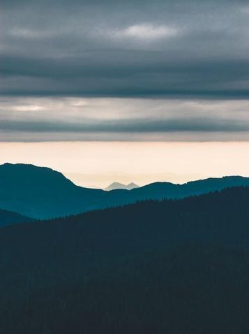山のシルエット