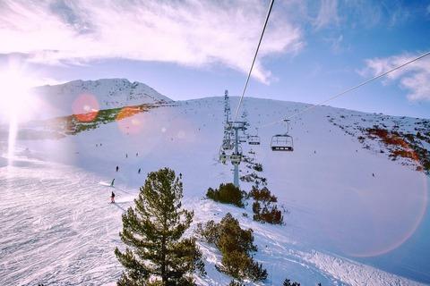 朝焼けのスキー場