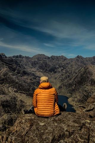 休憩する登山者