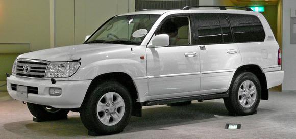 2002_Toyota_Land_Cruiser-100_01
