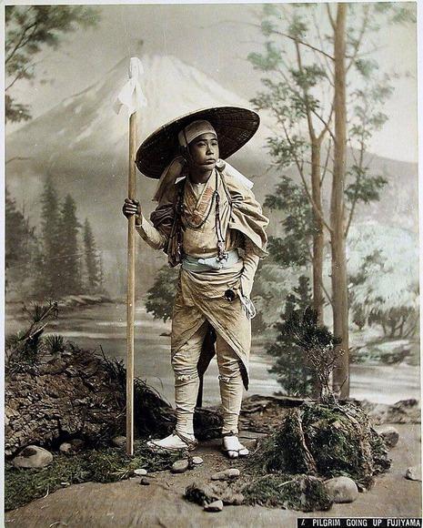 富士山巡礼者。日下部金兵衛撮影。1880年。 (1)