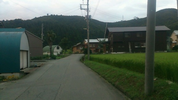 田んぼと民家