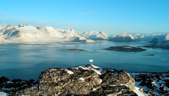 氷山とグリーンランド
