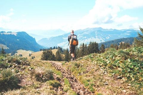 歩く登山者