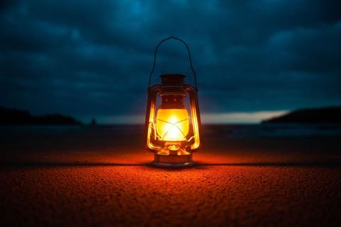 灯るランタン