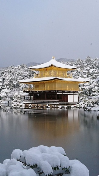 【画像】「京都に移って6年目。夢だった雪化粧の金閣寺が見れた!」 雪化粧した京都の美しさがすごい!