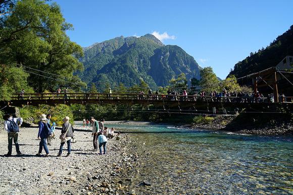 河童橋、背景は明神岳
