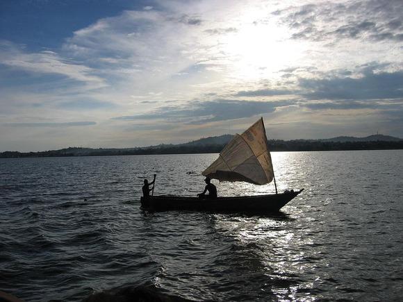湖上を行く帆船 (1)