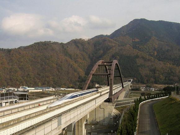 小形山架道橋。