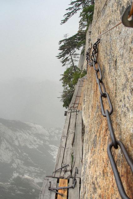 崋山の登山道