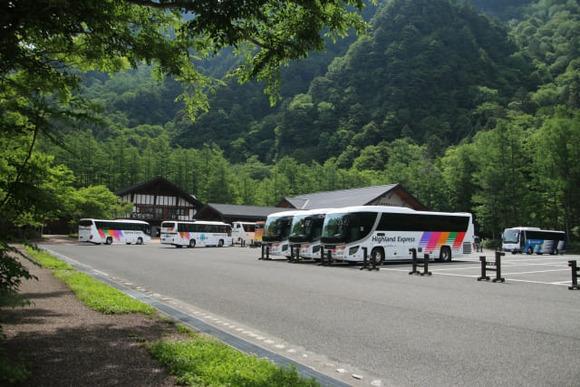 バス組はいいよなあ  上高地バスターミナルで登山が終わりだもん