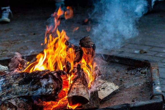 焚き火 (2)