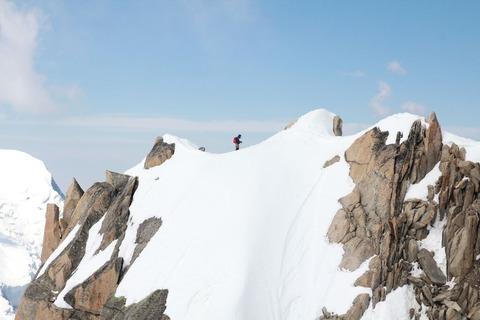 雪山ハイカー