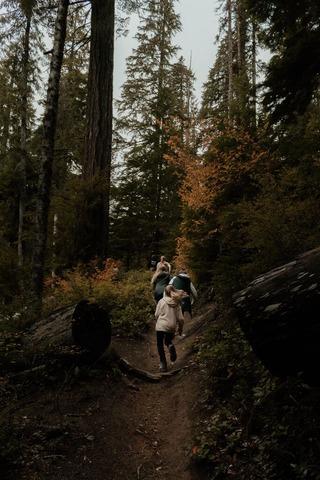 4人でハイキング