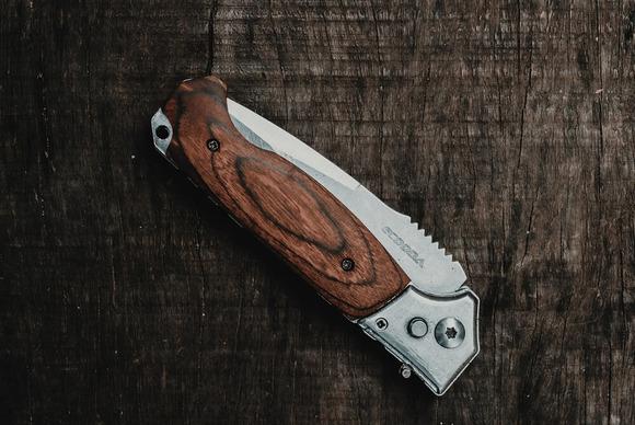 【画像】我が家のナイフ、ツールを晒すwwww