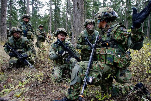 山林での戦闘訓練 (1)
