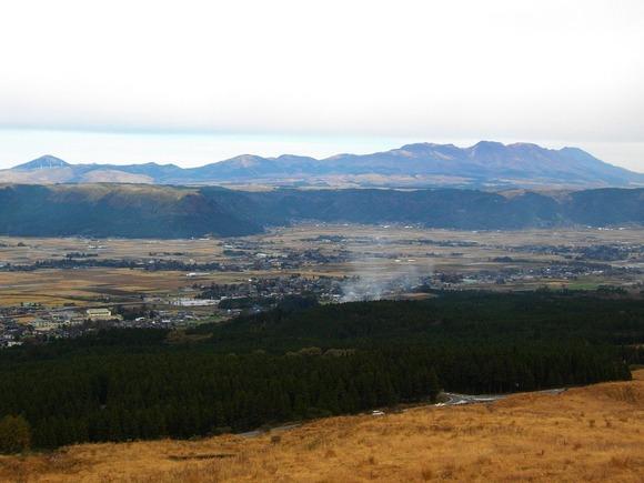 阿蘇中腹から見た九重連山