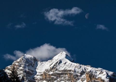 冬山と青空