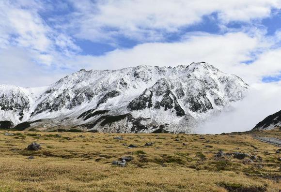 初冠雪を観測した北アルプスの立山