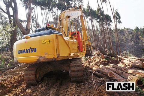 伐採途中で放置された黒木林産の重機