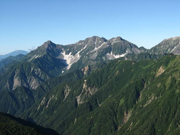 【北アルプス】岳沢登山道で遭難の男子高校生を救助 下山中に転倒し腰を骨折