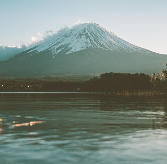【悲報】富士山の頂上でちょっと足が滑っただけのニコ生主、1.5kmも滑落し続けズタボロに・・・