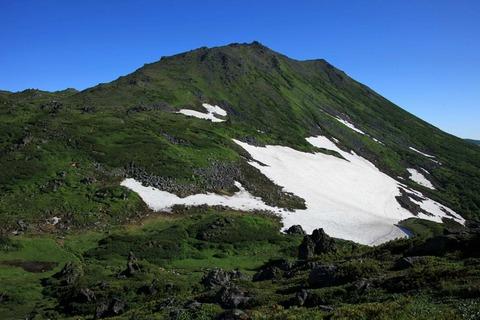 残雪のトムラウシ山
