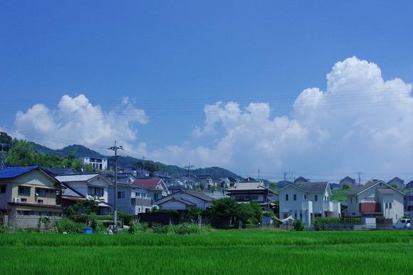 入道雲と住宅街