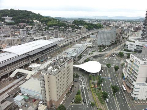 Kumamoto_Station_east_square_20150524