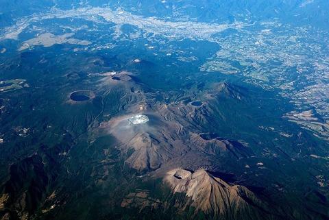 1280px-Kirishima_volcano_20111125