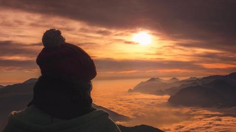山頂から見る朝陽