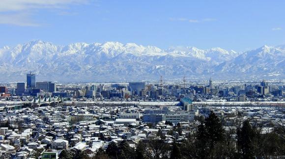 呉羽丘陵から望む冬の立山連峰