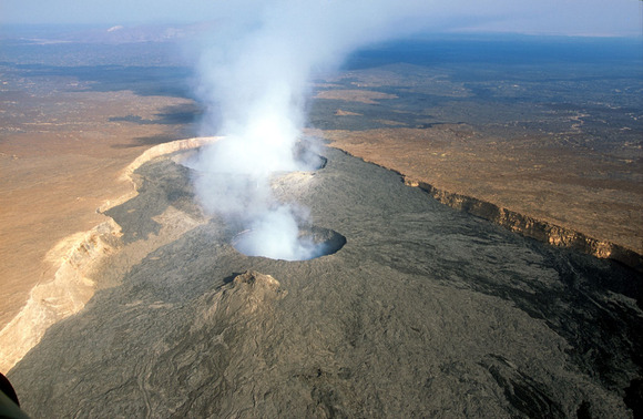 ダナキル砂漠にあるエルタ・アレ火山