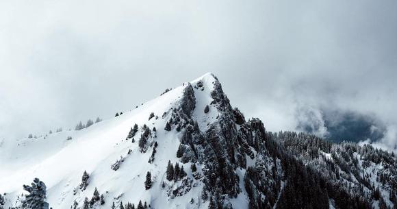 山で遭難する人いるけど発煙筒の所持を法律で義務化したら良くね