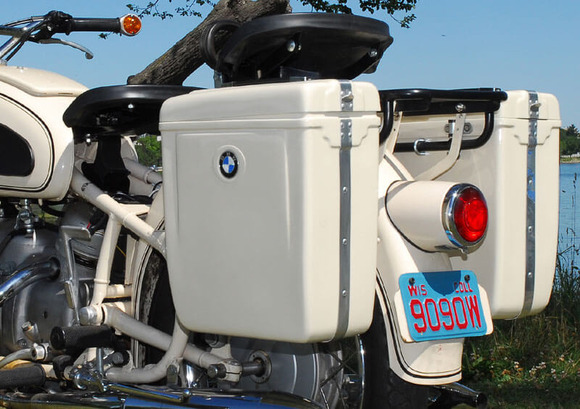 オートバイのパニア